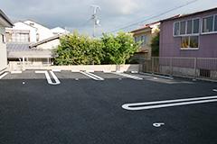 八田内科医院駐車場